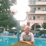 Кипр у бассейна_300